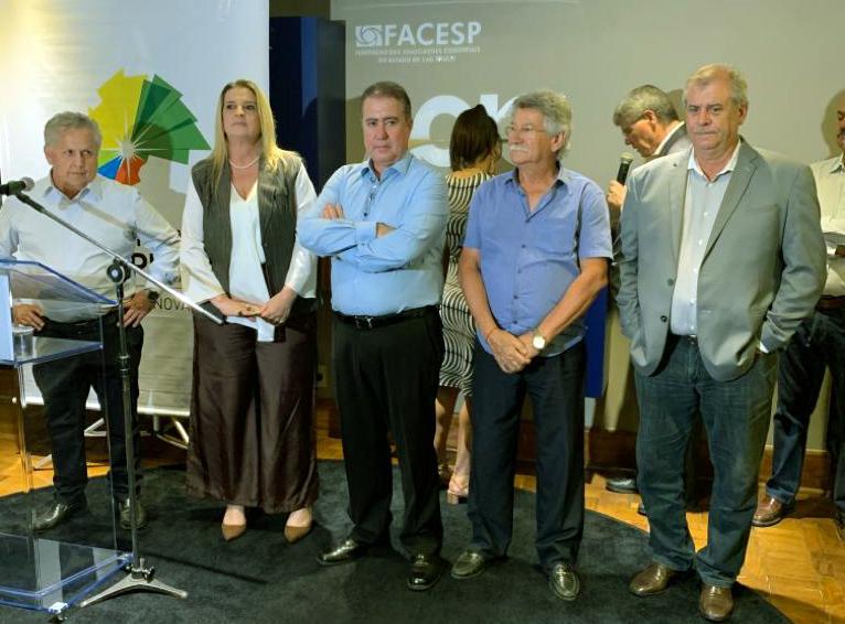 Prefeito Jonas Donizette assina decreto que simplifica e agiliza alvarás para a abertura de empreendimentos