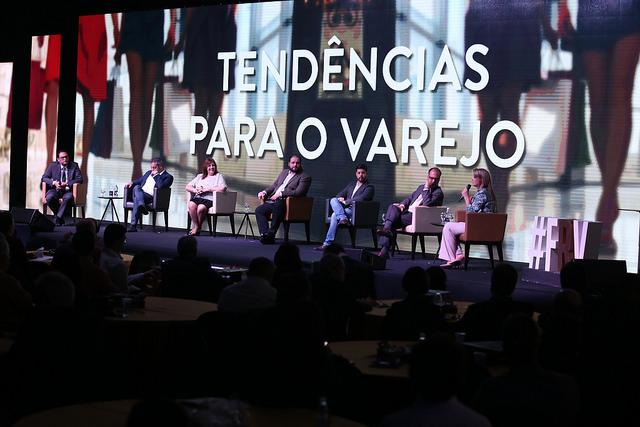 Associação Comercial reúne 1,6 mil no 5º Fórum Regional do Varejo