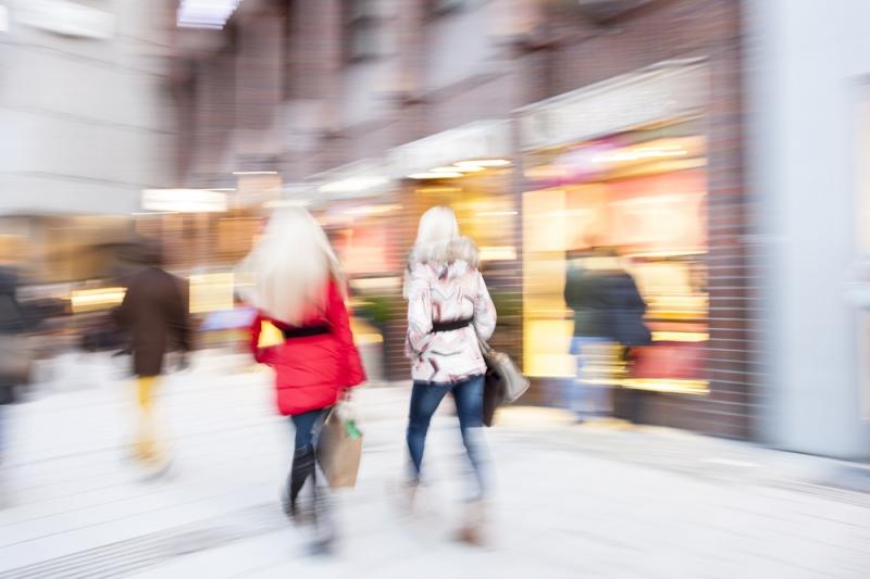Confiança do consumidor brasileiro cai 9 pontos entre janeiro e maio