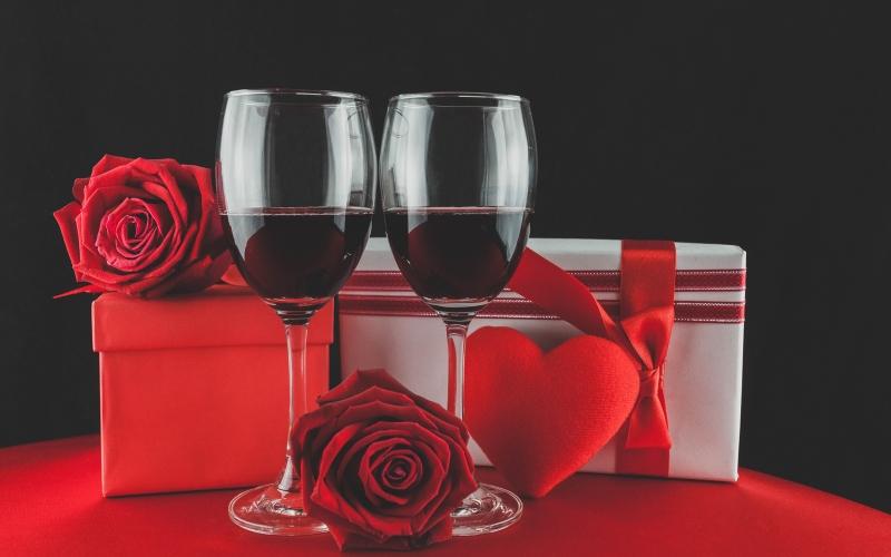 Dia dos Namorados: carga tributária de presentes vai de 15% a 69%