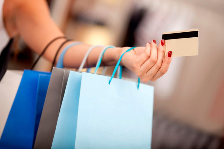 Consumidor esteve mais confiante em abril