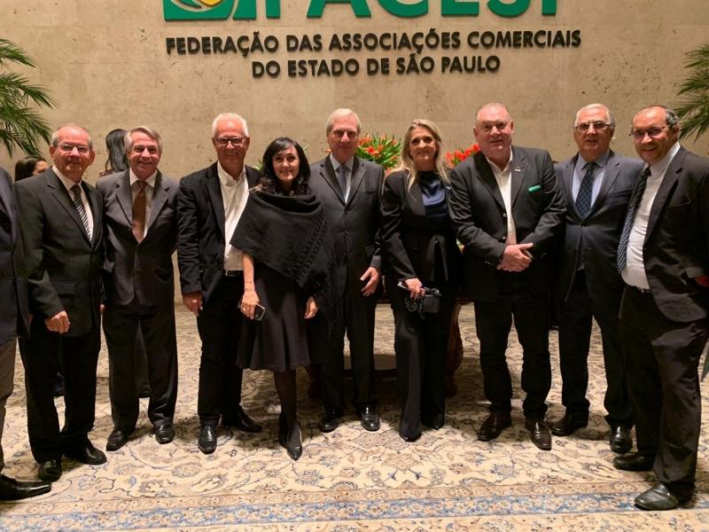 Adriana Flosi toma posse na vice-presidência da FACESP durante solenidade em São Paulo