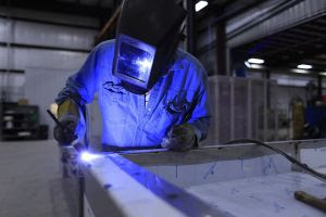 Serviços, Indústria e Comércio garantiram aumento de empregos formais em julho na RMC