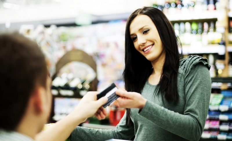 Consumidor repensa escolhas e reduz visita a pontos de venda